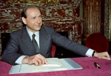 Silvio Berlusconi fonte: Pubblico dominio, https://it.wikipedia.org/w/index.php?curid=6152334