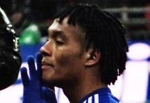 Cuadrado, fonte By @cfcunofficial (Chelsea Debs) London - Chelsea 2 Spurs 0 Capital One Cup winners 2015, CC BY-SA 2.0, https://commons.wikimedia.org/w/index.php?curid=38685037