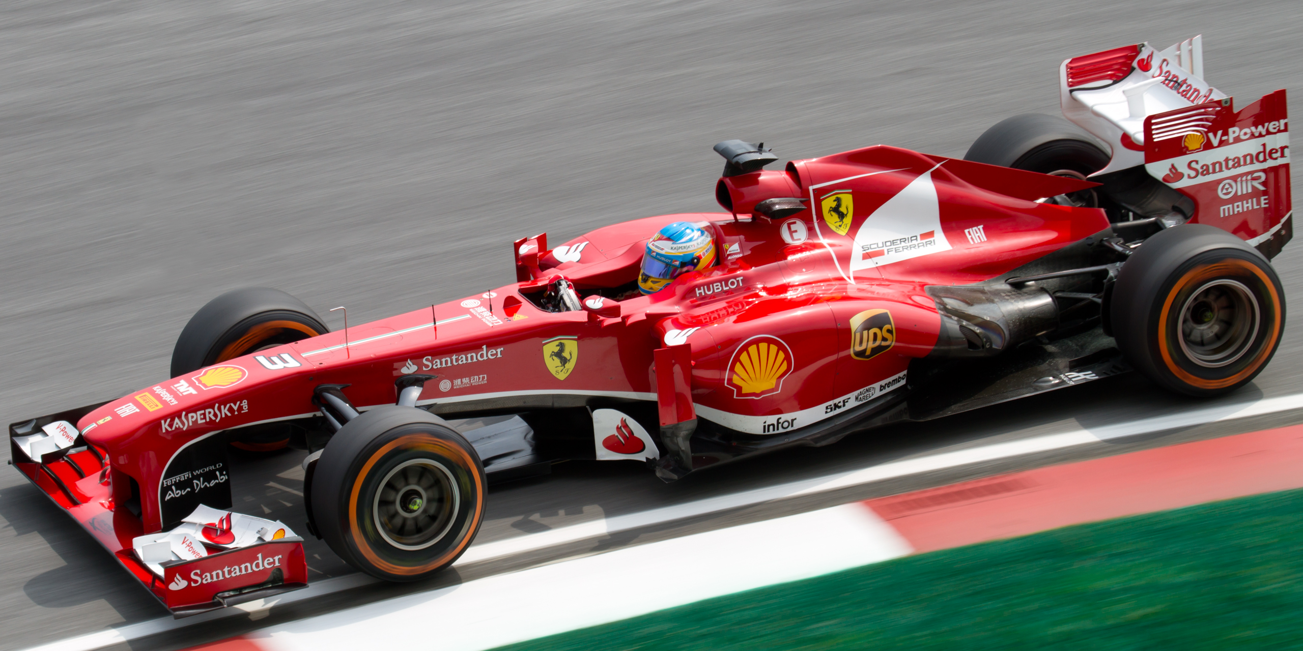 Ferrari in una sessione di test per mondiale (commons.wikimedia.org)