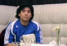 Diego Armando Maradona fonte foto: Di Armando Tovar from Mexico City, MX - Maradona, CC BY 2.0, https://commons.wikimedia.org/w/index.php?curid=2163720