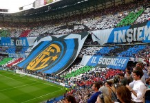 Inter, Curva Nord stadio San Siro, fonte By Johnny Vulkan from New York, East Village, USA - Forza Inter!, CC BY 2.0, https://commons.wikimedia.org/w/index.php?curid=10510868