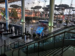 Aeroporto Capodichino, Napoli, fonte Di Alpha 350 from Hungary - Naples Airport, Italy, CC BY 2.0, https://commons.wikimedia.org/w/index.php?curid=54399780