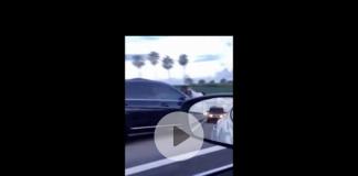 Ex fidanzato sull'auto in autostrada