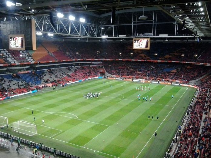 Amsterdam Arena, stadio dell'Ajax, fonte By Tsonga4 - Own work, CC BY-SA 4.0, https://commons.wikimedia.org/w/index.php?curid=47804386