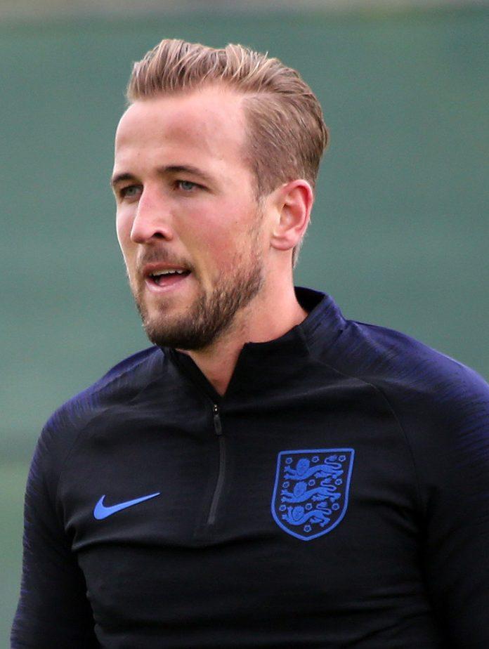 Harry Kane, fonte Di Кирилл Венедиктов - https://www.soccer.ru/galery/1053441/photo/729801, CC BY-SA 3.0, https://commons.wikimedia.org/w/index.php?curid=70315090