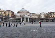 Piazza del Plebiscito, Napoli, fonteDi Sergey Ashmarin, CC BY-SA 3.0, https://commons.wikimedia.org/w/index.php?curid=56233494