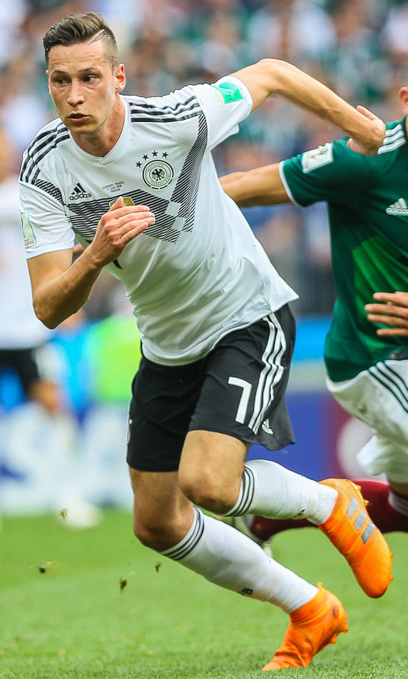 Julian Draxler, fonte By Дмитрий Садовников - https://www.soccer.ru/galery/1054013/photo/730793, CC BY-SA 3.0, https://commons.wikimedia.org/w/index.php?curid=70023204